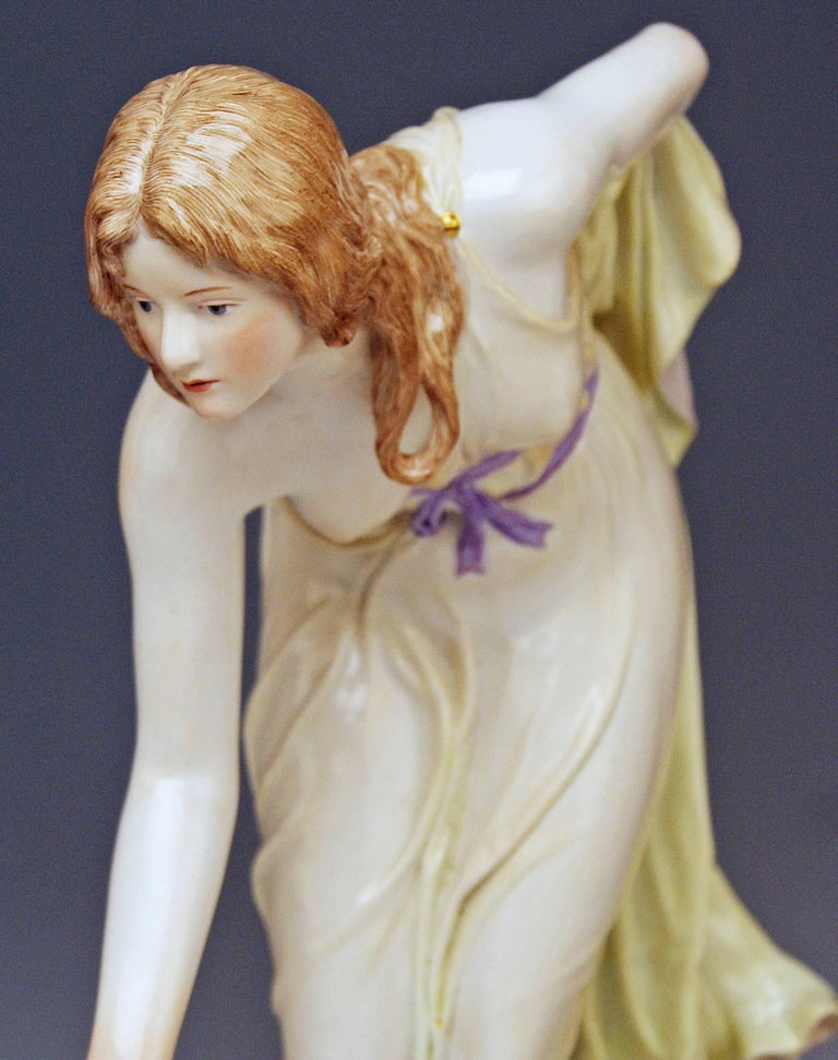 Meissen Art Nouveau Girl Playing Bowls by Walter Schott, circa 1900 In Excellent Condition For Sale In Vienna, AT