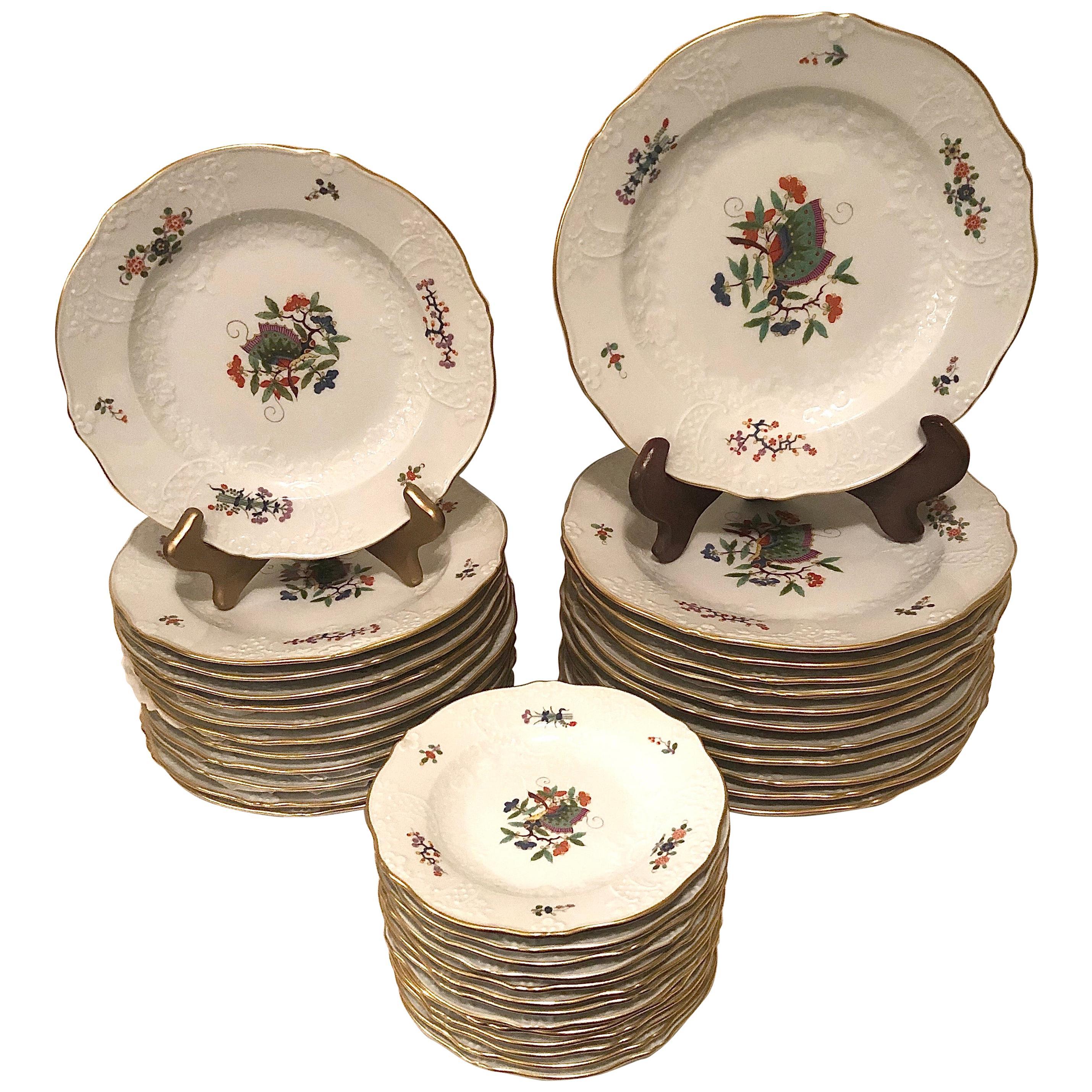 Meissen Chinese Butterfly or Schmetterling Pattern Dinner Service for Twelve