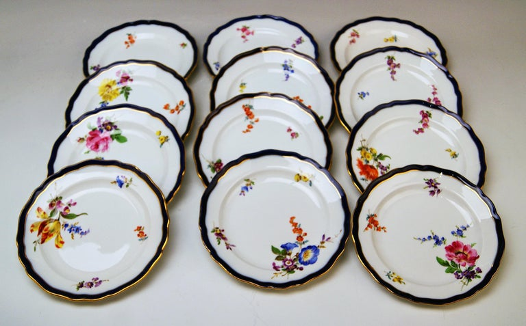 Hand-Painted Meissen Coffee Set Bouquet Nr. 051110 12 Persons Pfeiffer Period 1924-1934 For Sale