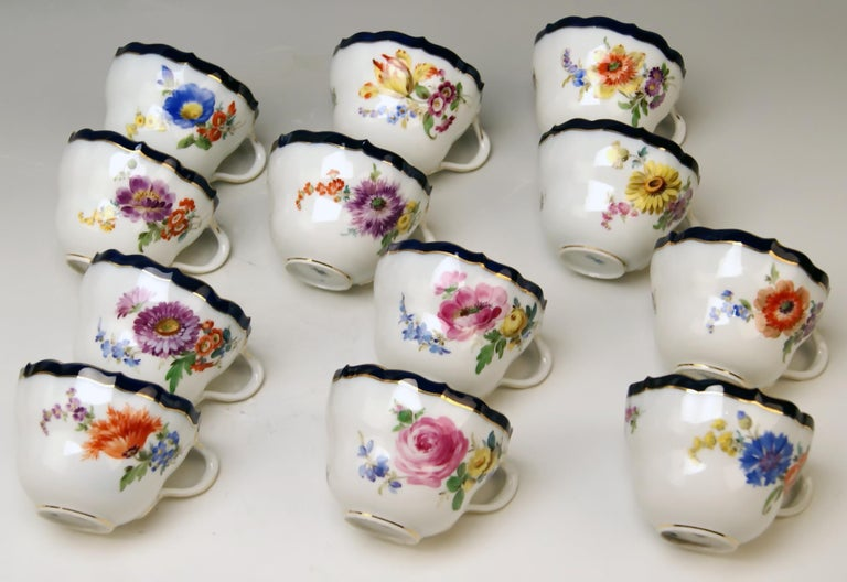 Meissen Coffee Set Bouquet Nr. 051110 12 Persons Pfeiffer Period 1924-1934 For Sale 1