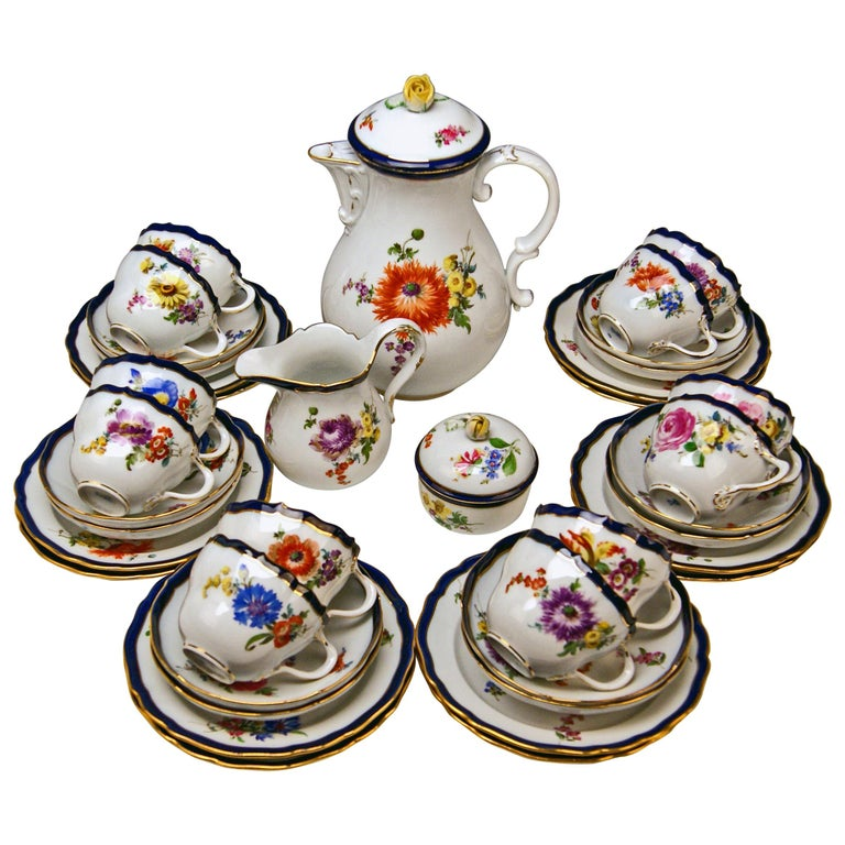 Meissen Coffee Set Bouquet Nr. 051110 12 Persons Pfeiffer Period 1924-1934 For Sale