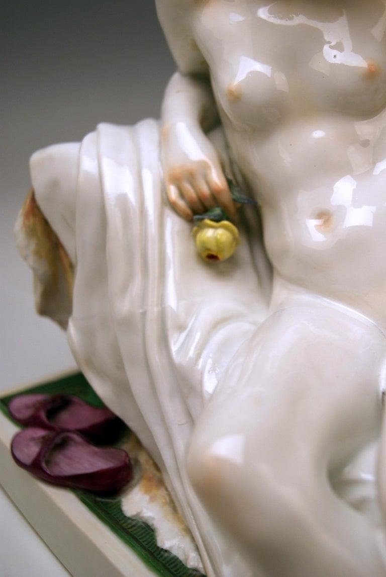 Porcelain Meissen Female Nude Figurine with Mirror Model T 185 Robert Ockelmann