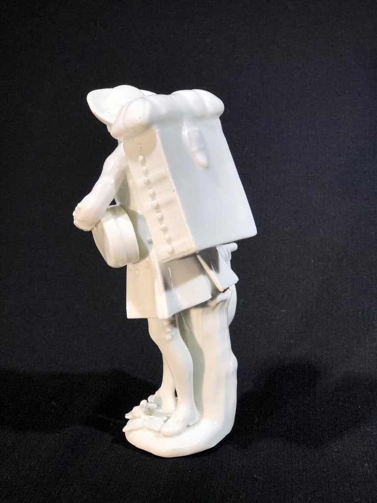 Meissen Figure of the 'Print Seller', in the White, circa 1750 For Sale 7