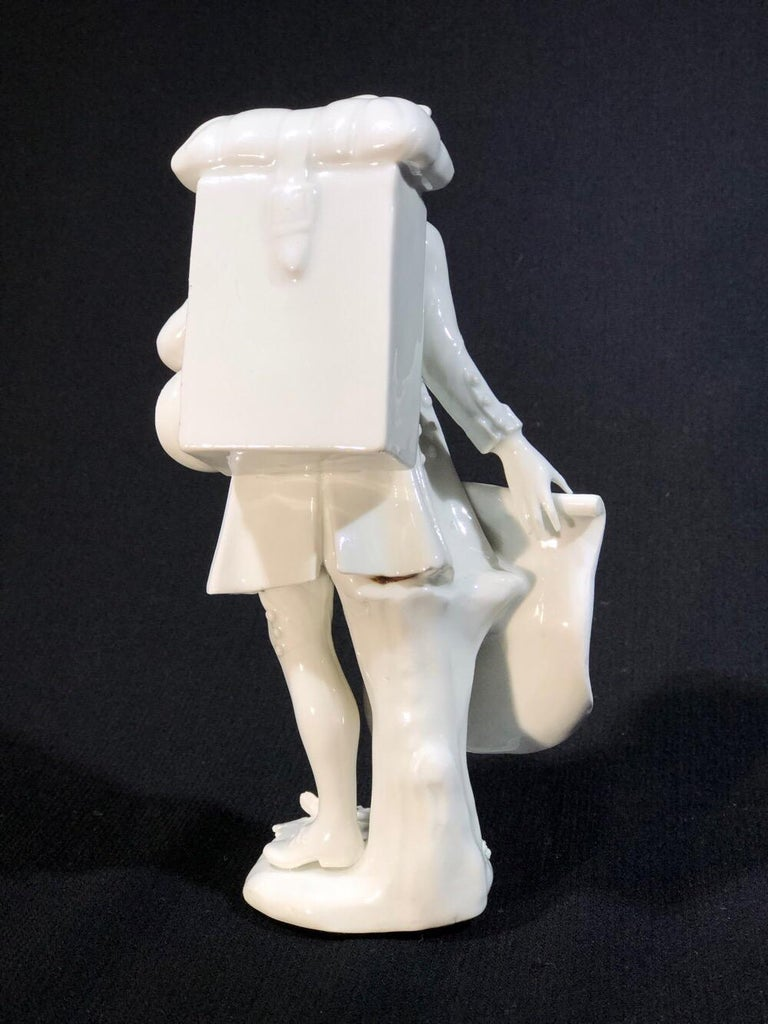 Meissen Figure of the 'Print Seller', in the White, circa 1750 For Sale 4