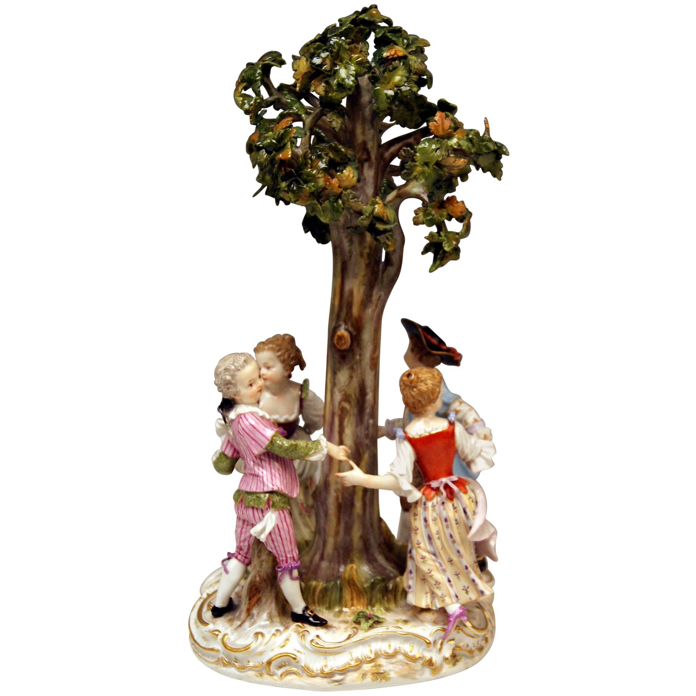Meissen Figurines Gardener Children under a Tree Model 2728, Kaendler circa 1850