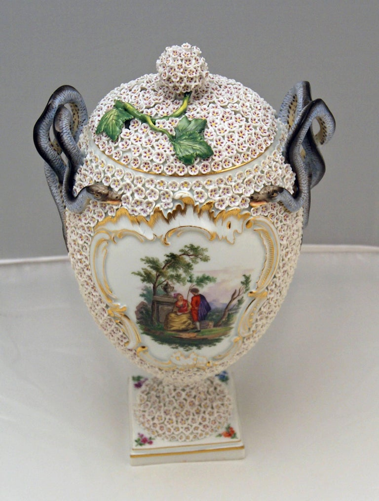 Meissen Goblet Lidded Vase with Snowball Pattern and Snake Handles Made In Excellent Condition For Sale In Vienna, AT