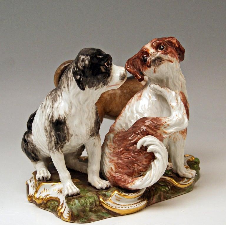 German Meissen Group of Three Dogs Model 2104, Johann Joachim Kaendler circa 1830-1840 For Sale