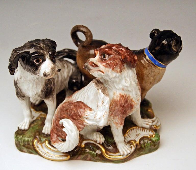 Painted Meissen Group of Three Dogs Model 2104, Johann Joachim Kaendler circa 1830-1840 For Sale