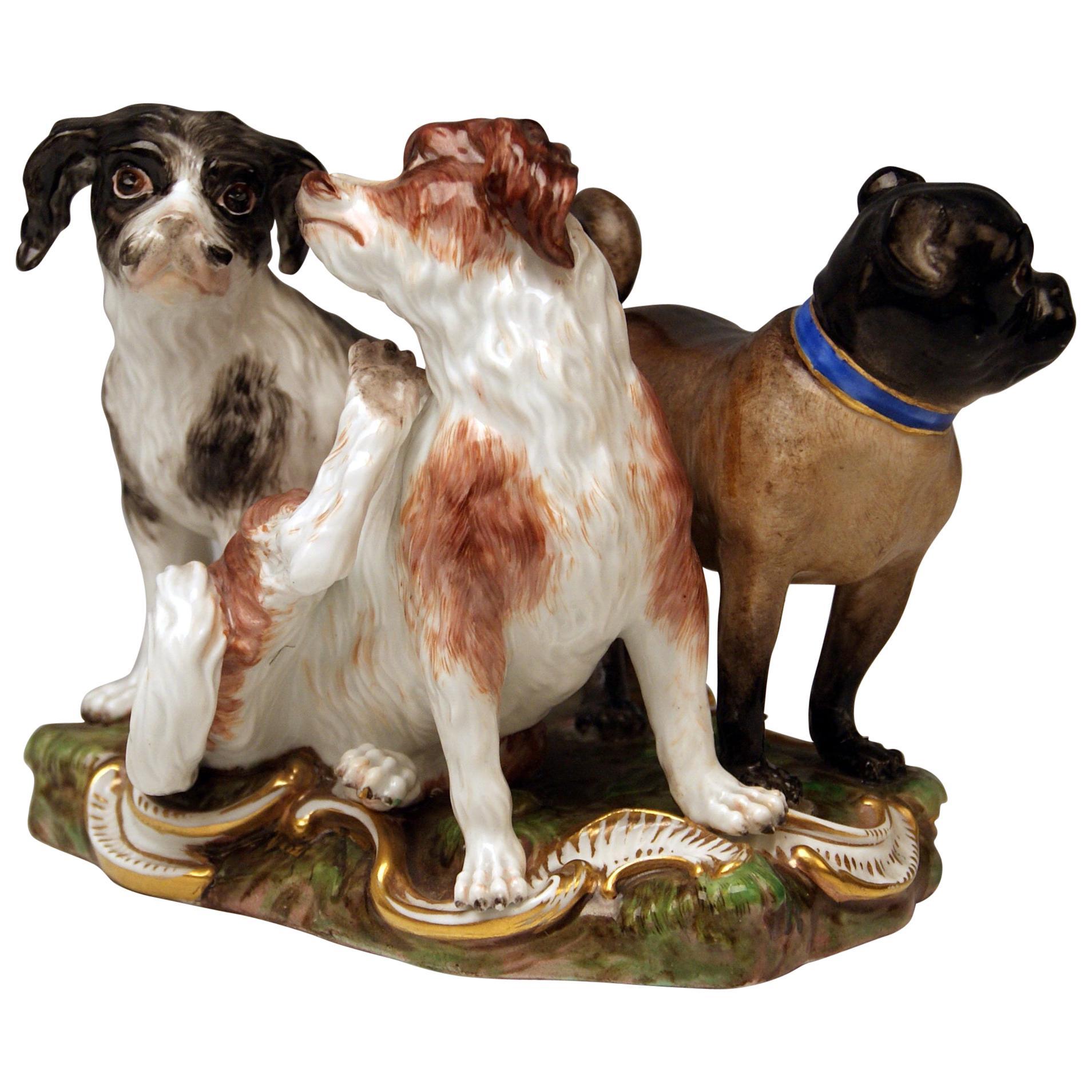 Meissen Group of Three Dogs Model 2104, Johann Joachim Kaendler circa 1830-1840