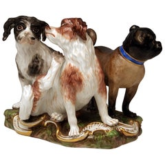 Meissen Group of Three Dogs Model 2104, Johann Joachim Kaendler circa 1830-1840