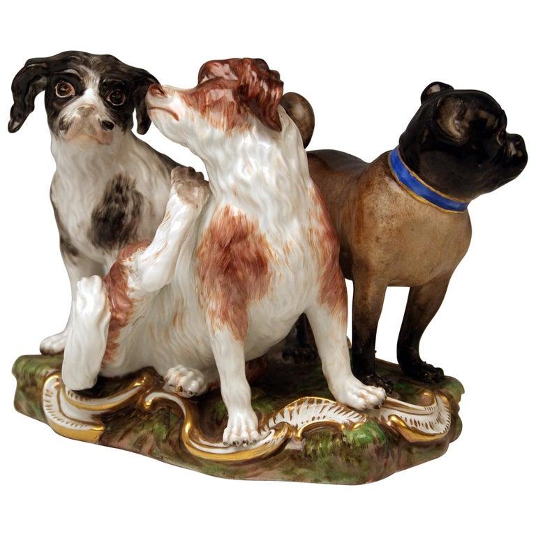 Meissen Group of Three Dogs Model 2104, Johann Joachim Kaendler circa 1830-1840 For Sale