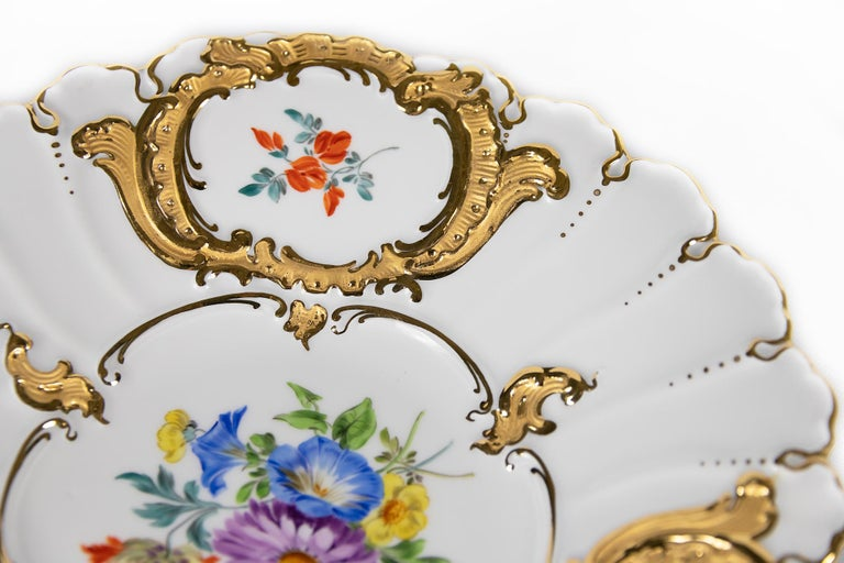 Meissen Hand Painted Gilded Porcelain Plate In Excellent Condition For Sale In Vilnius, LT