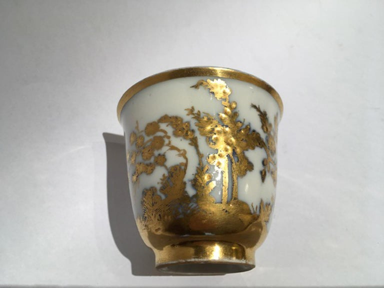 Meissen Mid-18th Century Cup White Porcelain with Golden Drawings Japonese Style For Sale 5
