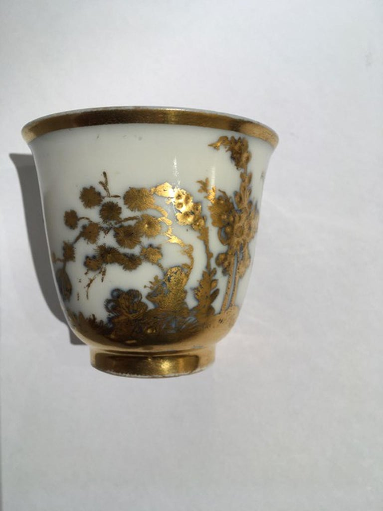 Japonisme Meissen Mid-18th Century Cup White Porcelain with Golden Drawings Japonese Style For Sale