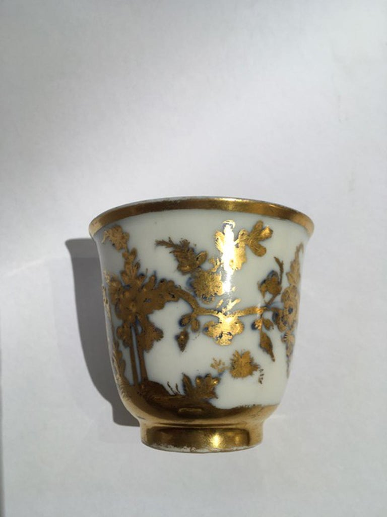 Hand-Crafted Meissen Mid-18th Century Cup White Porcelain with Golden Drawings Japonese Style For Sale
