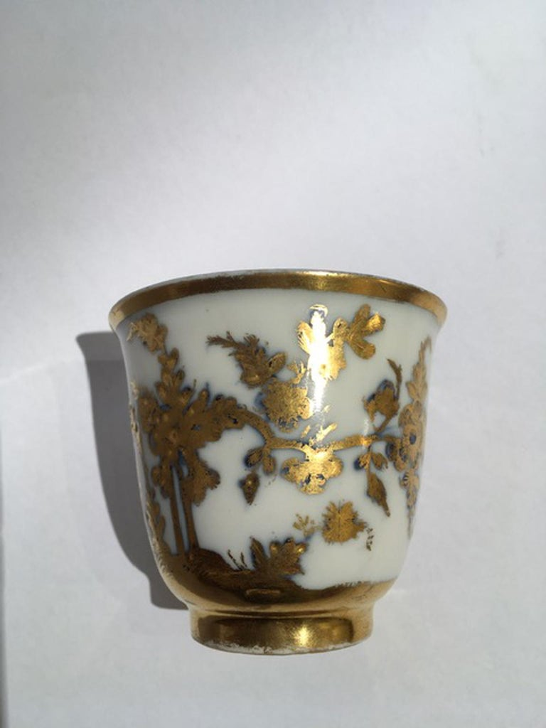 Meissen Mid-18th Century Cup White Porcelain with Golden Drawings Japonese Style In Good Condition For Sale In Brescia, IT