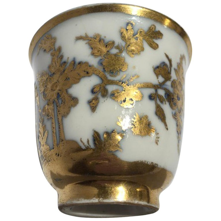 Meissen Mid-18th Century Cup White Porcelain with Golden Drawings Japonese Style For Sale