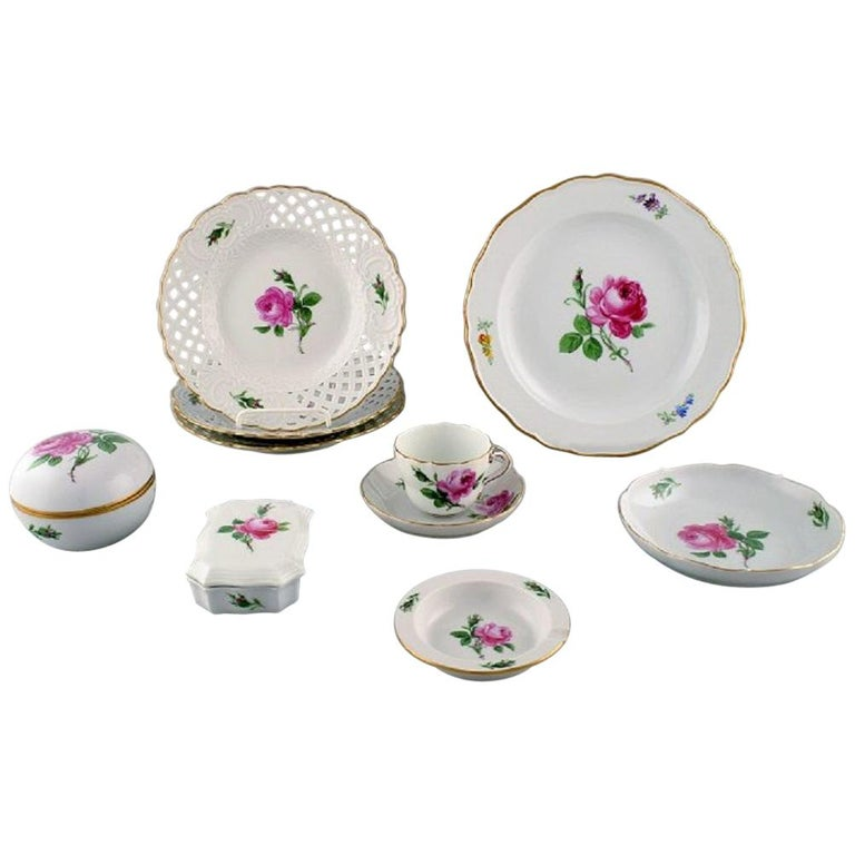 "Meissen, Nine Parts ""Pink Rose"" Porcelain Service, Mid-20th Century For Sale"