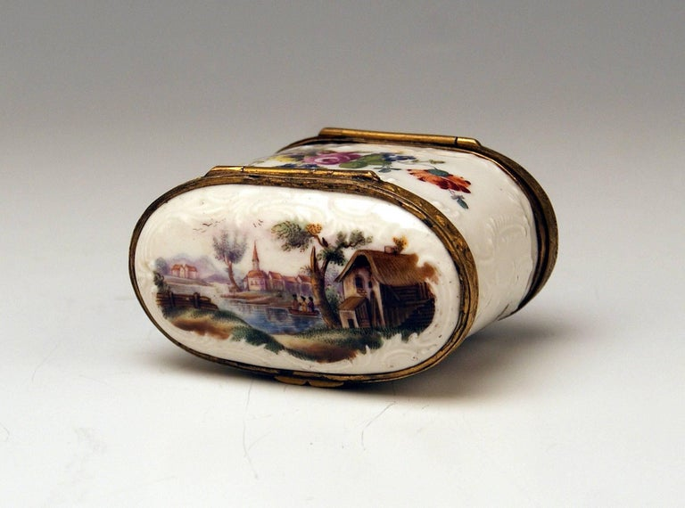 Meissen Painted Dual Lidded Rococo Box Relief Decoration Brass Mountings, 1750 For Sale 5