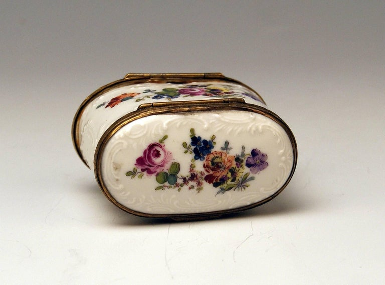Meissen Painted Dual Lidded Rococo Box Relief Decoration Brass Mountings, 1750 For Sale 6