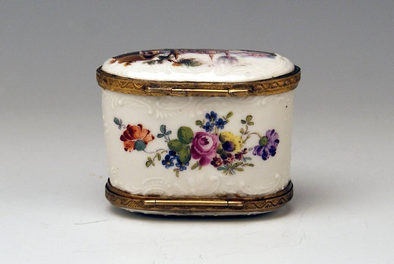 Meissen Painted Dual Lidded Rococo Box Relief Decoration Brass Mountings, 1750 In Excellent Condition For Sale In Vienna, AT