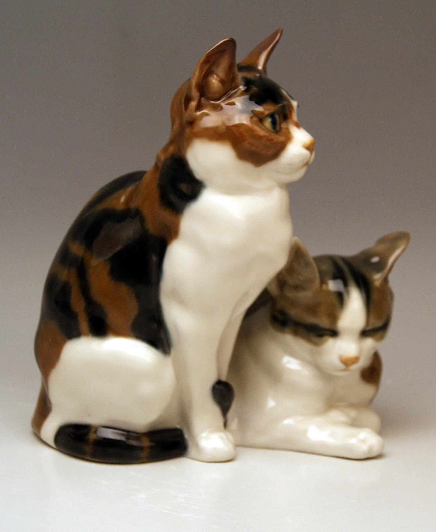Meissen Pair of Lovely Animals Domestic Cats by Otto Pilz Model H 103 c   1906-10