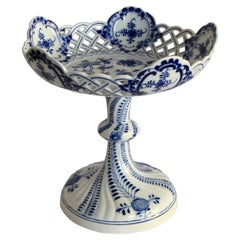 Meissen Porcelain Centerpiece with Blue Onion Pattern, Germany, circa 1880