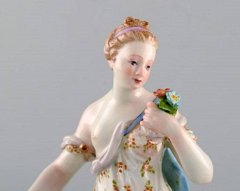 Meissen Porcelain figurine. Woman in dress with flowers, circa 1900. In very good condition. Measures: 20 x 10 cm. Stamped. 1st factory quality.