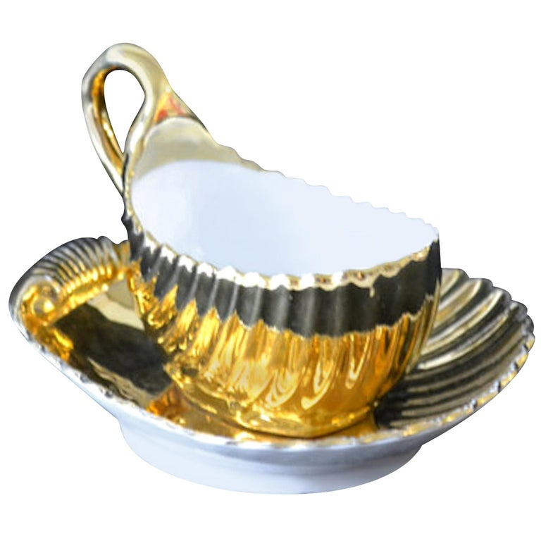 Meissen Porcelain Gold Shell-Shaped Gravy Boat and Saucer For Sale