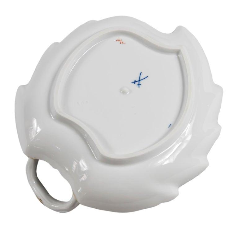 Meissen Porcelain Leaf Form Plate with Handle In Good Condition For Sale In Vilnius, LT