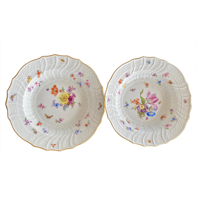 "Meissen Porcelain Pair of ""Neu-Ozier"" Molded Bowls, 18th Century"