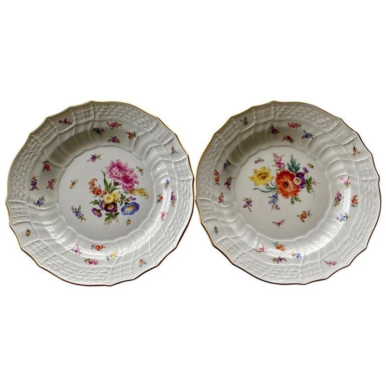 "Meissen Porcelain, Pair of ""Neu-Ozier"" Molded Plates, 18th Century For Sale"