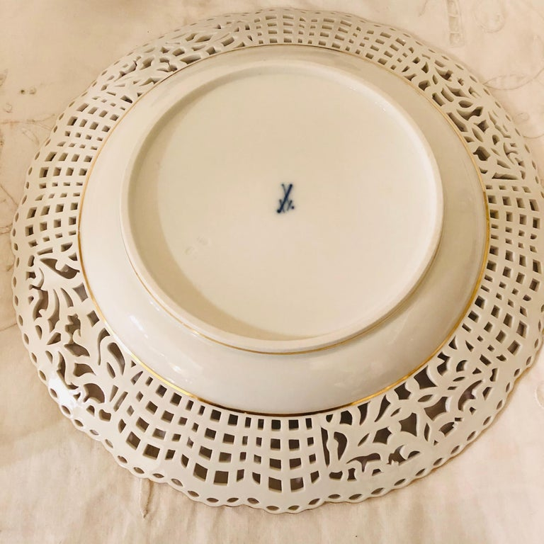 Meissen Reticulated Plate Painted with Flower Bouquet and Raised Forget Me Nots For Sale 1