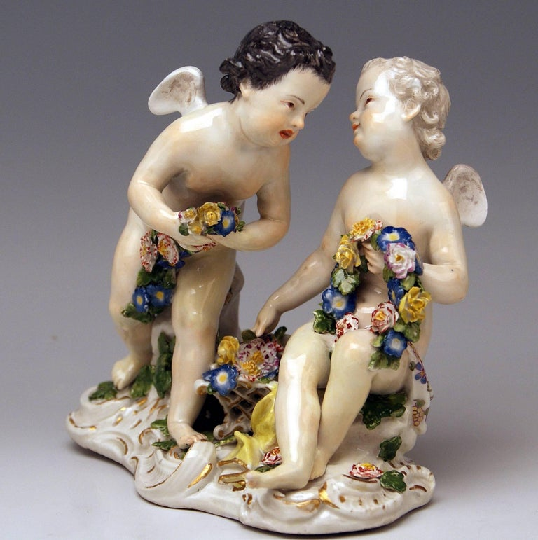 Meissen Rococo Cherubs Cupids Figurines with Flowers Model 2372 Kaendler 1755-60 In Excellent Condition For Sale In Vienna, AT