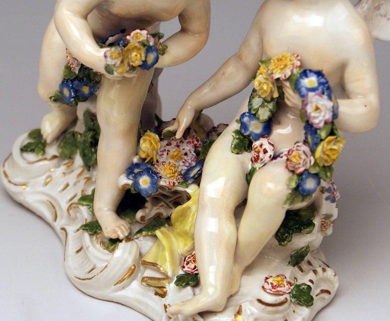 Porcelain Meissen Rococo Cherubs Cupids Figurines with Flowers Model 2372 Kaendler 1755-60 For Sale