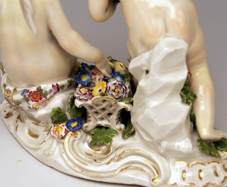 Meissen Rococo Cherubs Cupids Figurines with Flowers Model 2372 Kaendler 1755-60 For Sale 1