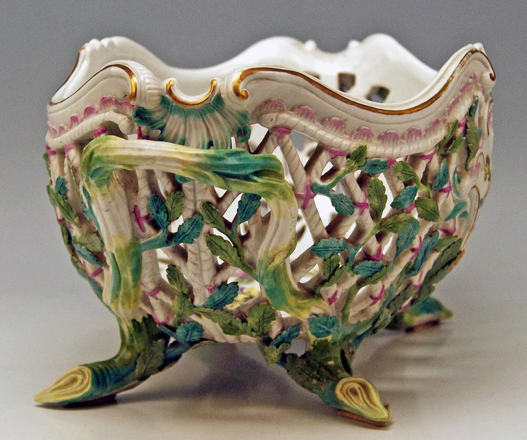 Meissen Rococo Large Oval Reticulated Basket Bowl with Flowers, circa 1763-1773 In Good Condition For Sale In Vienna, AT