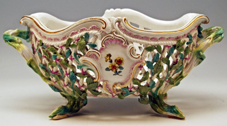 18th Century Meissen Rococo Large Oval Reticulated Basket Bowl with Flowers, circa 1763-1773 For Sale