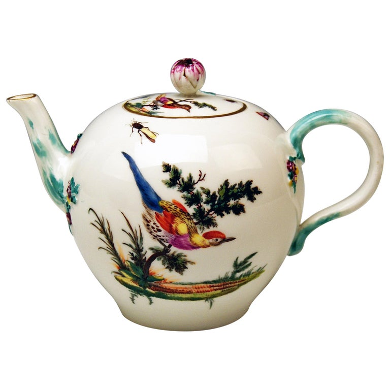 Meissen Tea Pot Rococo Period Birds Paintings Höroldt Era, 1763-1774 For Sale