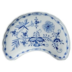Meissen - Zwiebelmuster - Crescent Shaped Side Plate