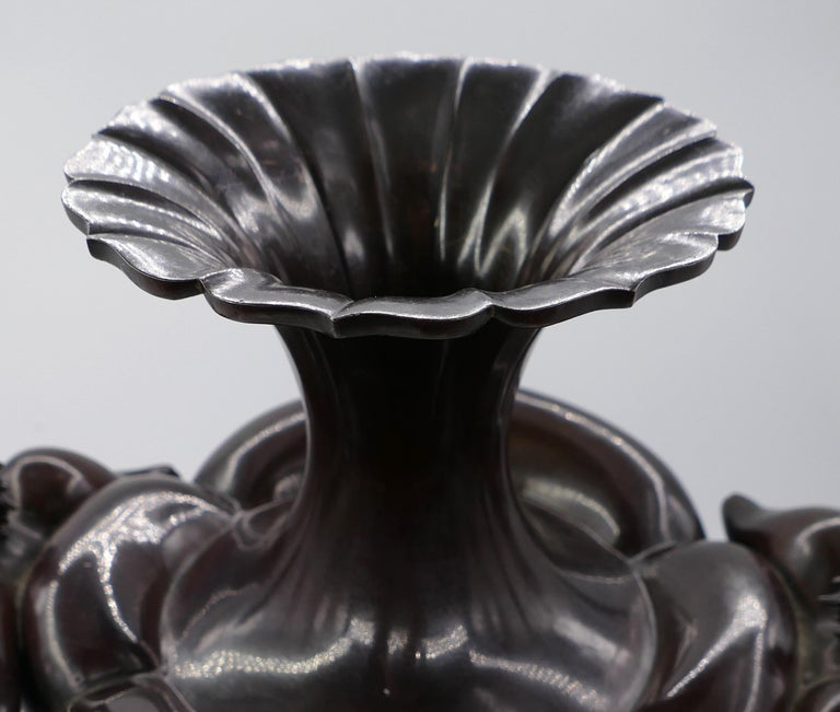 Meji Bronze Amphora, Japan, 1868-1912 In Good Condition For Sale In Roma, IT