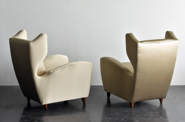 Melchiorre Bega, Lounge or Wingback Chairs in Light Gold Fabric, Italy, 1950s In Good Condition For Sale In West Palm Beach, FL