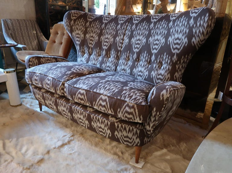 Mid-20th Century Melchiorre Bega Wood Legs and Brown and White Wool Midcentury Sofa, Italy, 1950 For Sale