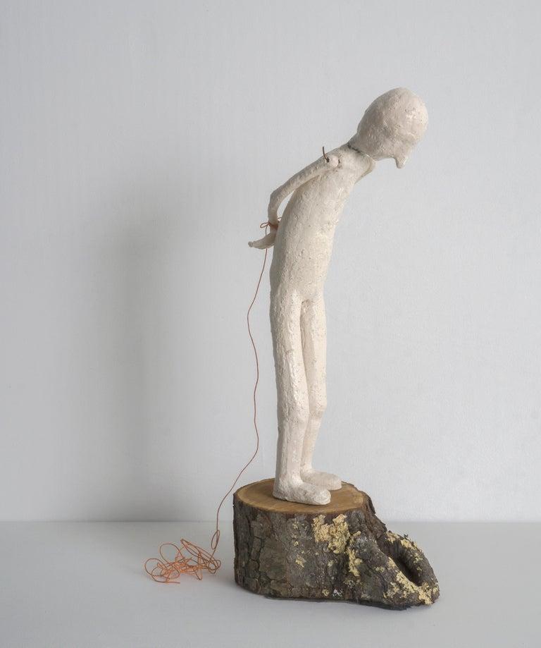Melissa Stern, Gaze, clay, wood, glass, string, 2018 - Sculpture by Melissa Stern