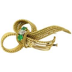 Mellerio dits Meller, Art Deco 18 Karat Gold Brooch with Emeralds and Diamond