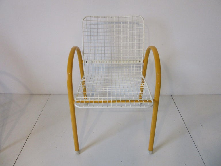 Modern Memphis Styled Italian Stacking Wire Dining Chairs by EMU For Sale