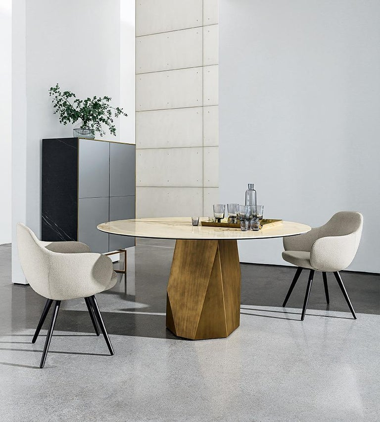 Italian Menhir, Dining Table with Round White Glass Top on Metal Base, Made in Italy For Sale