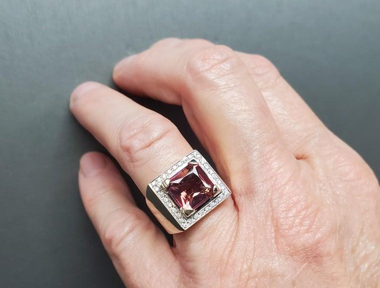 Men's 4 Carat Salmon Tourmaline European 18 Karat Ring For Sale 8