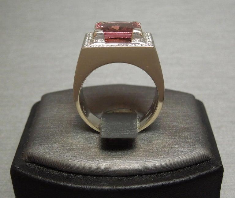 Men's 4 Carat Salmon Tourmaline European 18 Karat Ring For Sale 5