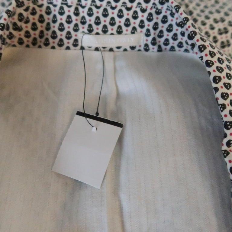 Men's ALEXANDER MCQUEEN 34 White Black & Red Skull Spot Print Cotton Sport Coat For Sale 4
